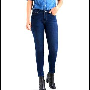 Levi's size 29 711 dark blue skinny jeans